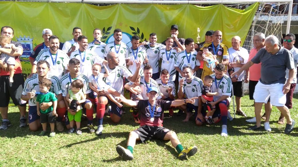 A equipe do Táxi foi a grande campeã do Campeonato de Futebol Amador de  Governador Valadares (foto  Fábio Velame GV Esportes) 805cb370545e1