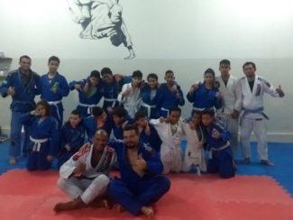 Campeão mundial de jiu-jítsu visita projeto social em Governador Valadares